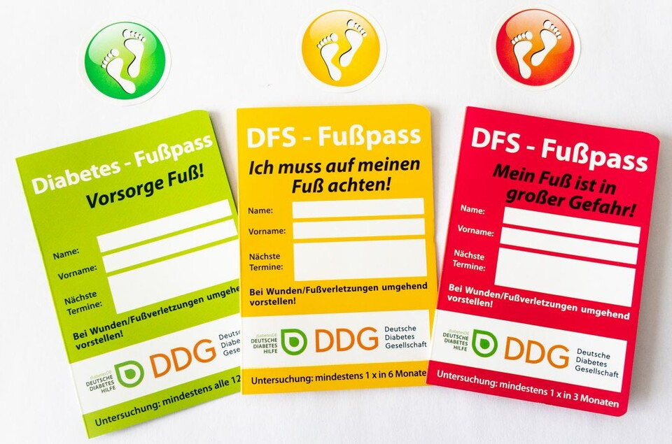 2020 DDG Diabetes_DFS-Fusspass_und_Sticker