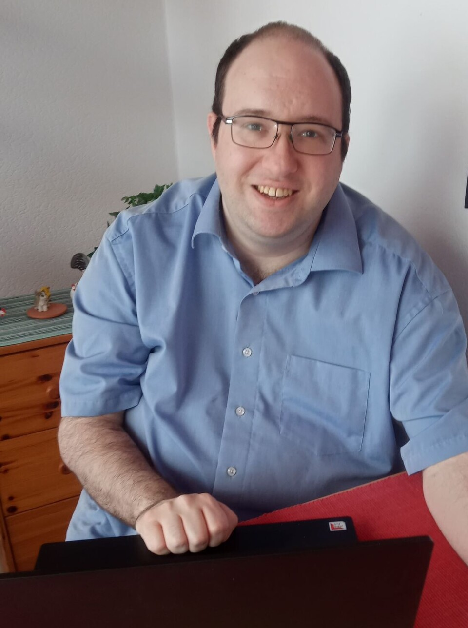 Dennis Riehle, privates Foto am Arbeitsplatz